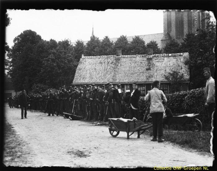Soest 18960803 soldaten 1